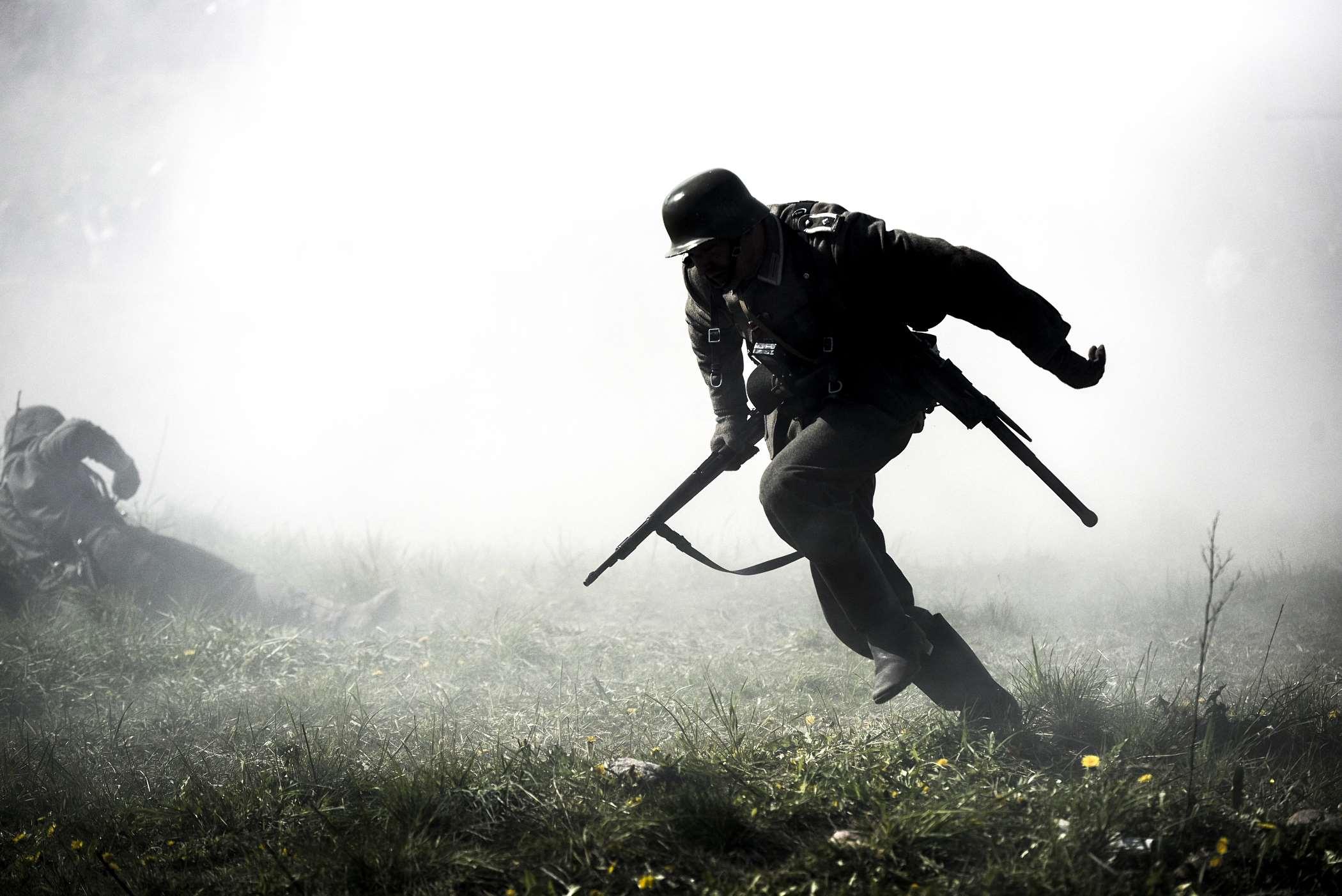 Żołnierz z bronią